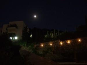 Верхняя точка отеля ночью